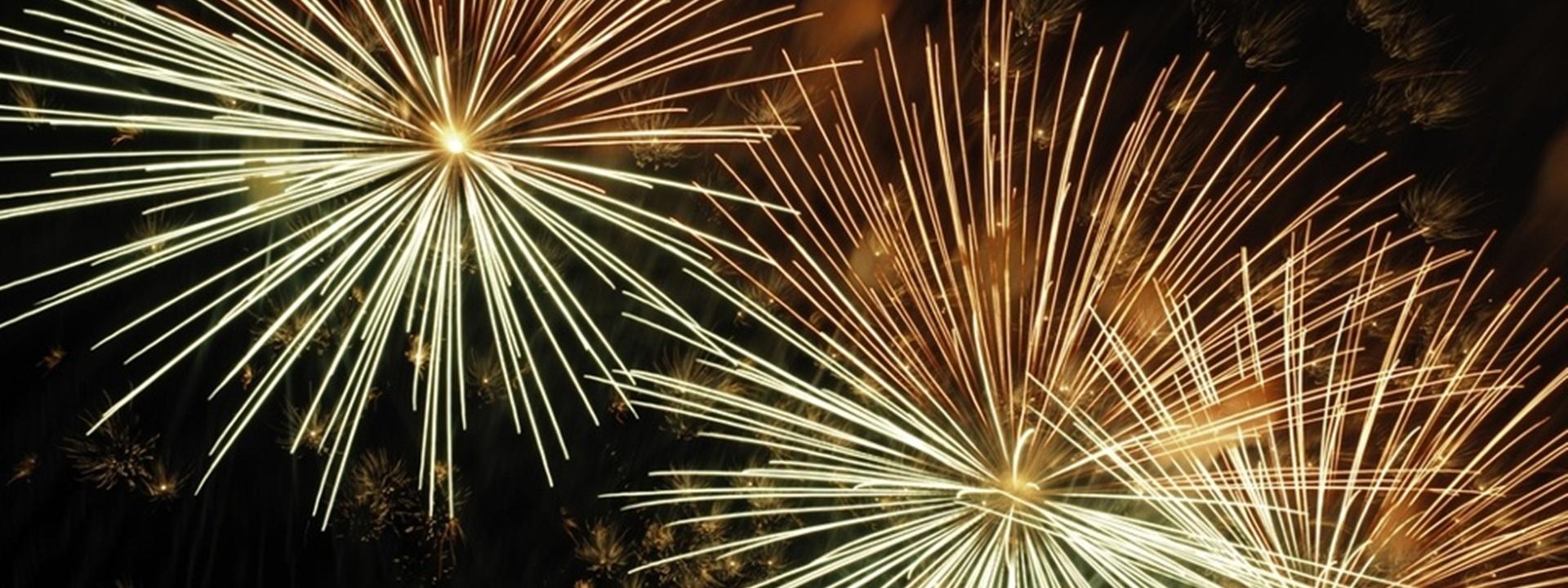 Three bursts of fireworks in proximity_1920 720